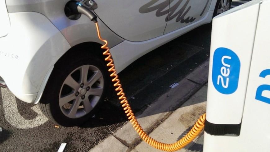 Выполнение зарядки электромобиля