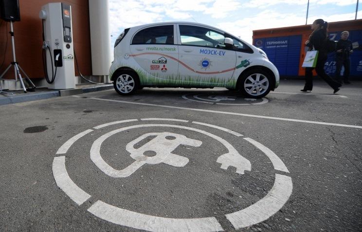 Машино-место на парковке, выделенное под электрокар