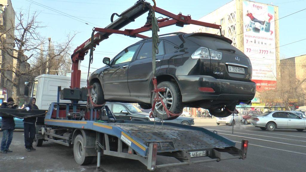 Процесс погрузки авто в эвакуатор