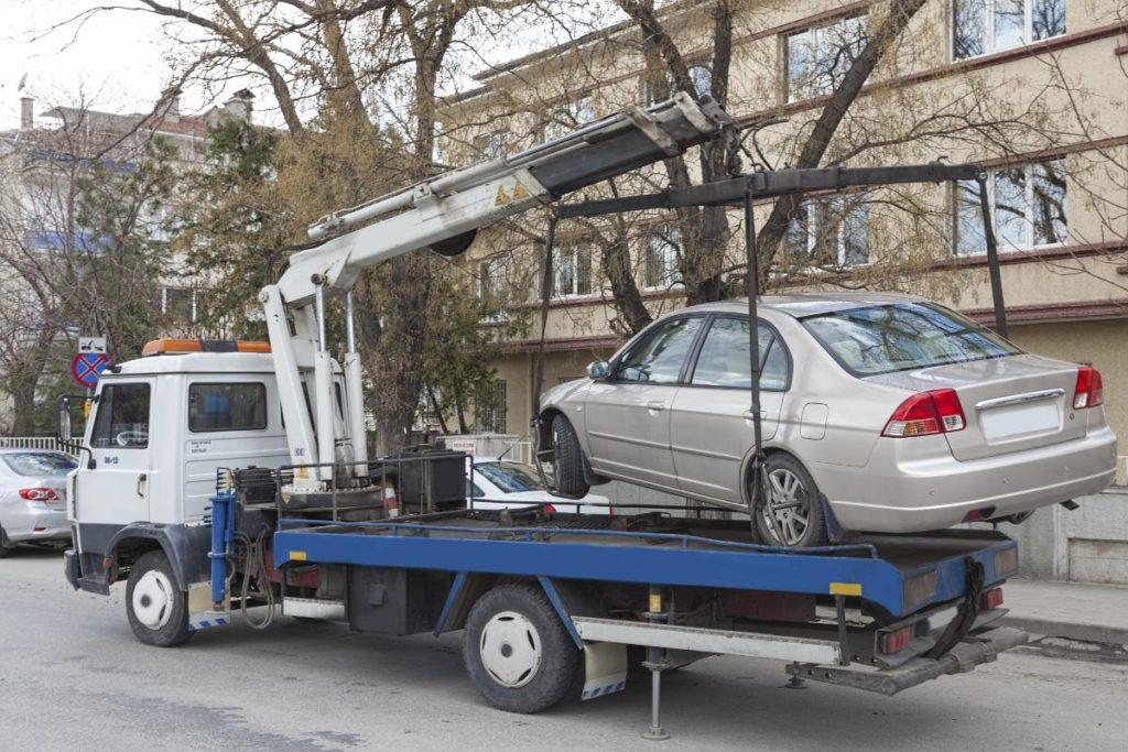 Погрузка машины на эвакуатор