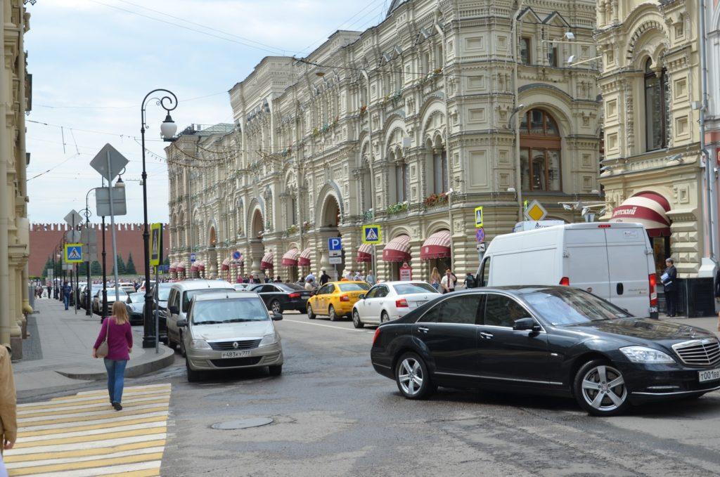 Платная парковка недалеко от Кремля на улице Ильинка