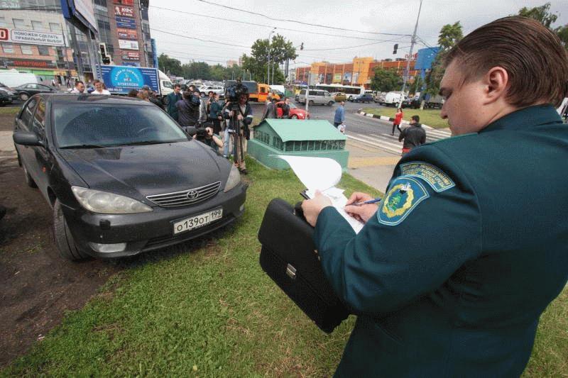 Парковка на газоне относится к нарушению ПДД