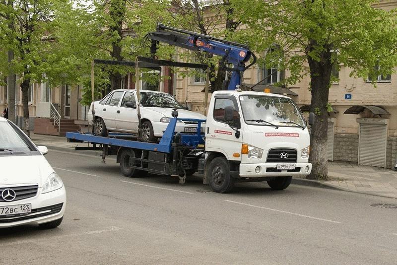 Обращение соседей в ГИБДД чревато штрафами и эвакуацией машины нарушителя