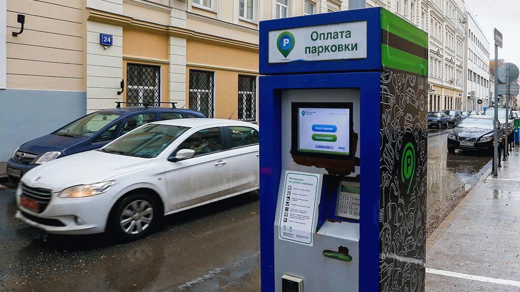 При возникновении необходимости оплаты парковки автомобилист может перевести средства при помощи паркомата