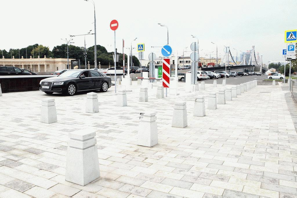 Парковка возле парка Музеон