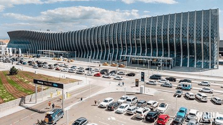 Парковка около нового аэропорта Симферополя