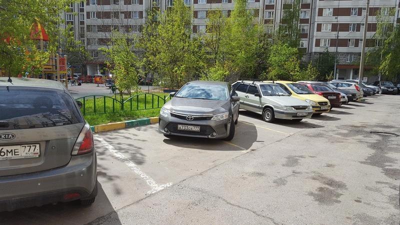 Правила парковки во дворах нарушены