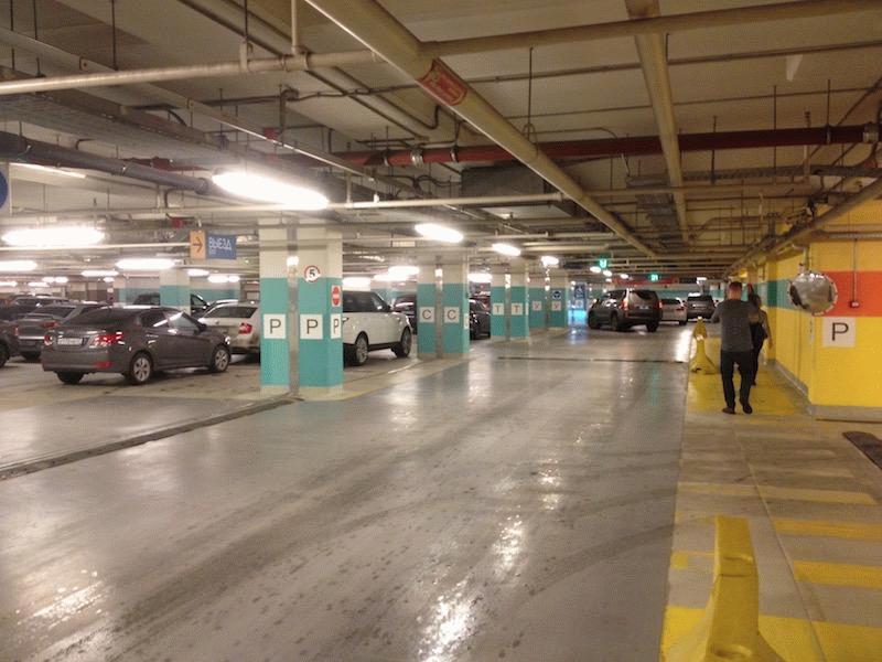 Один из уровней парковки в «Галерее»