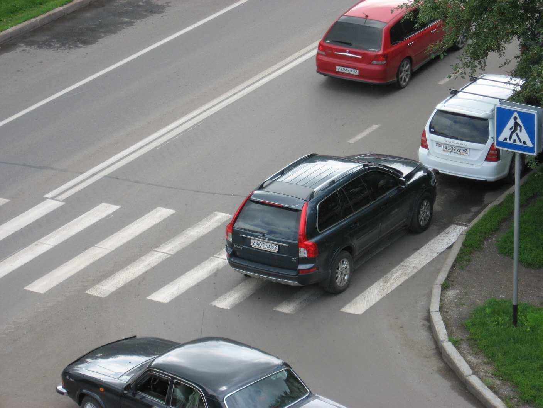 нарушение правил парковки или остановки фиксируется автоматически или при помощи сотрудников ГИБДД, после чего автомобилиста привоекают к ответственности