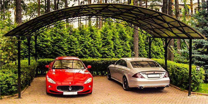 На две машины лучше