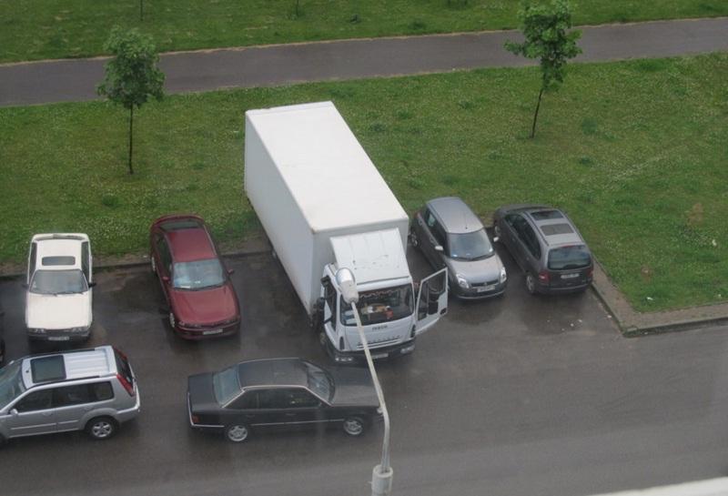 Грузовой транспорт в жилой зоне часто является источником конфликтов