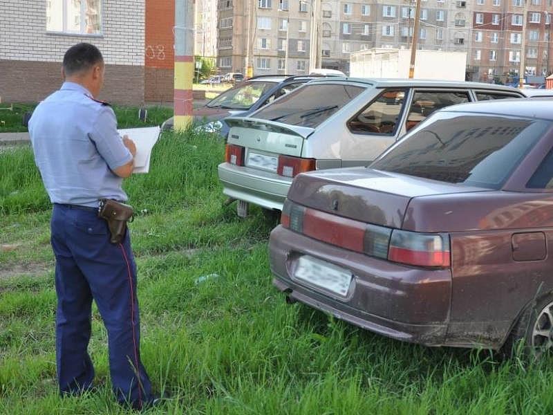После жалобы жильцов проверяют придомовую территорию и выписывают штрафы нарушителям